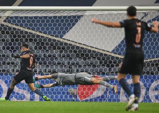 热苏斯进球被吹斯特林失单刀 曼城0-0锁定第1